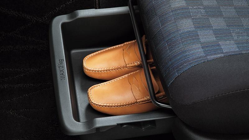 新型デイズ 助手席シートアンダーボックス