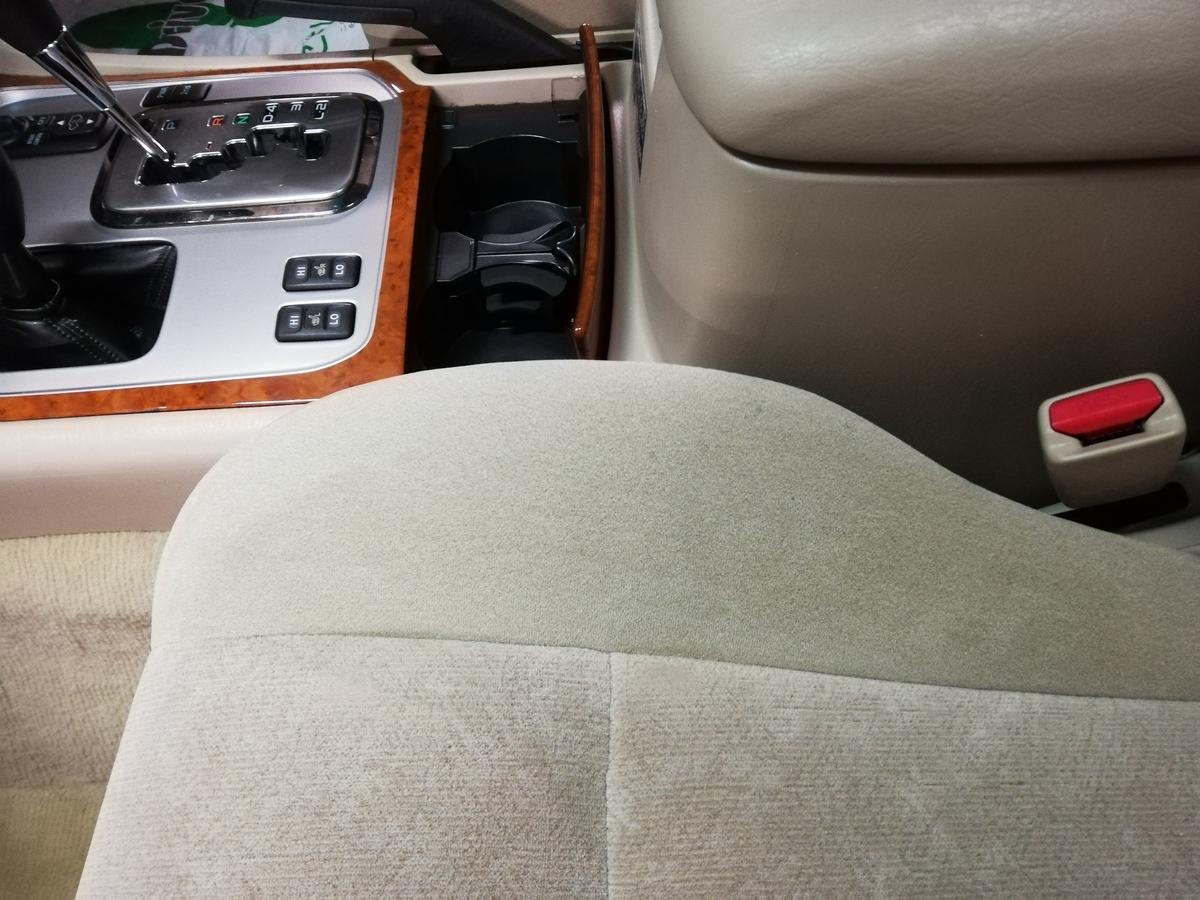 トヨタ ランドクルーザーモケットシート焦げ穴修理3