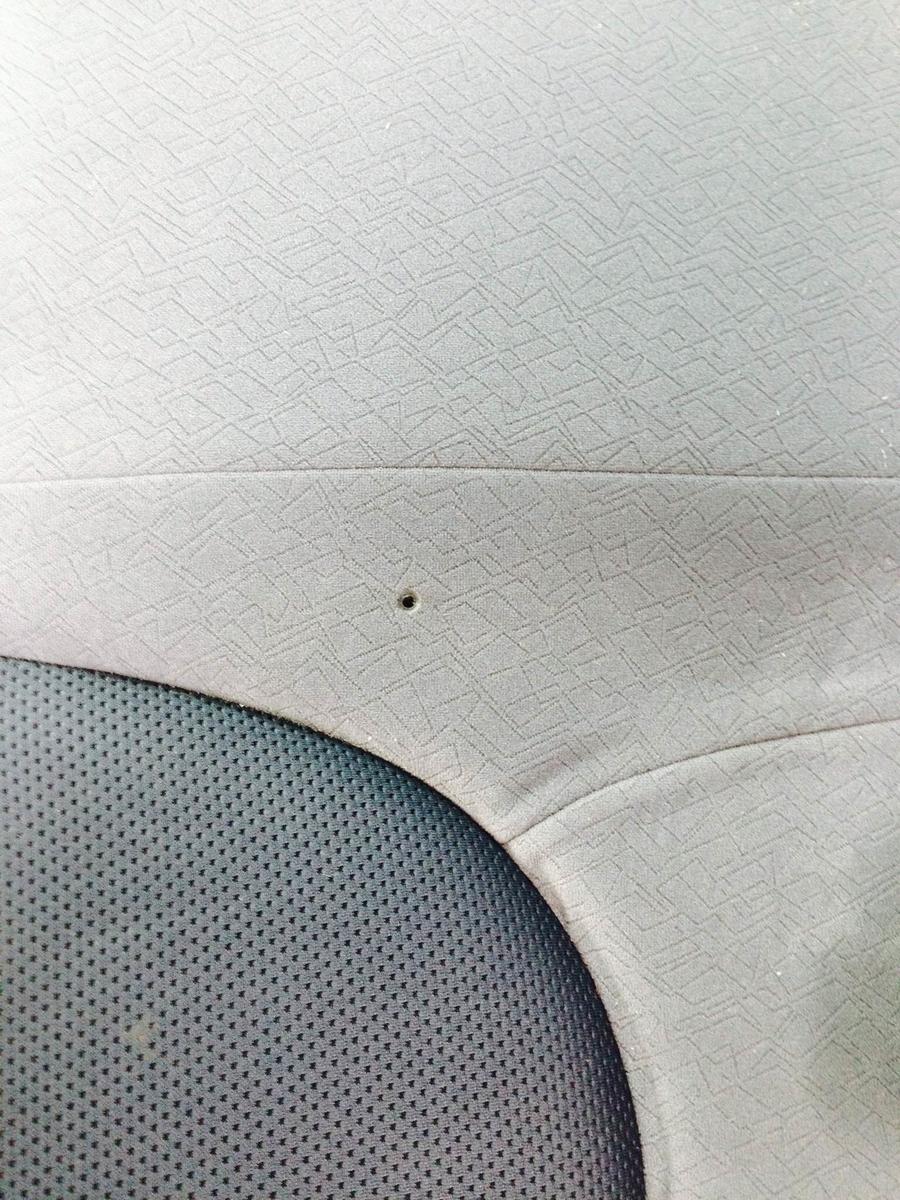ホンダ/フィット モケットシートのタバコ焦げ穴補修