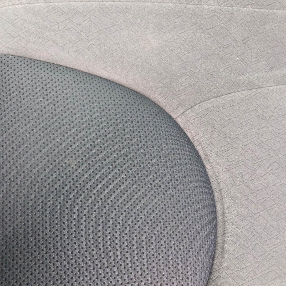 ホンダ/フィット モケットシートのタバコ焦げ穴補修1