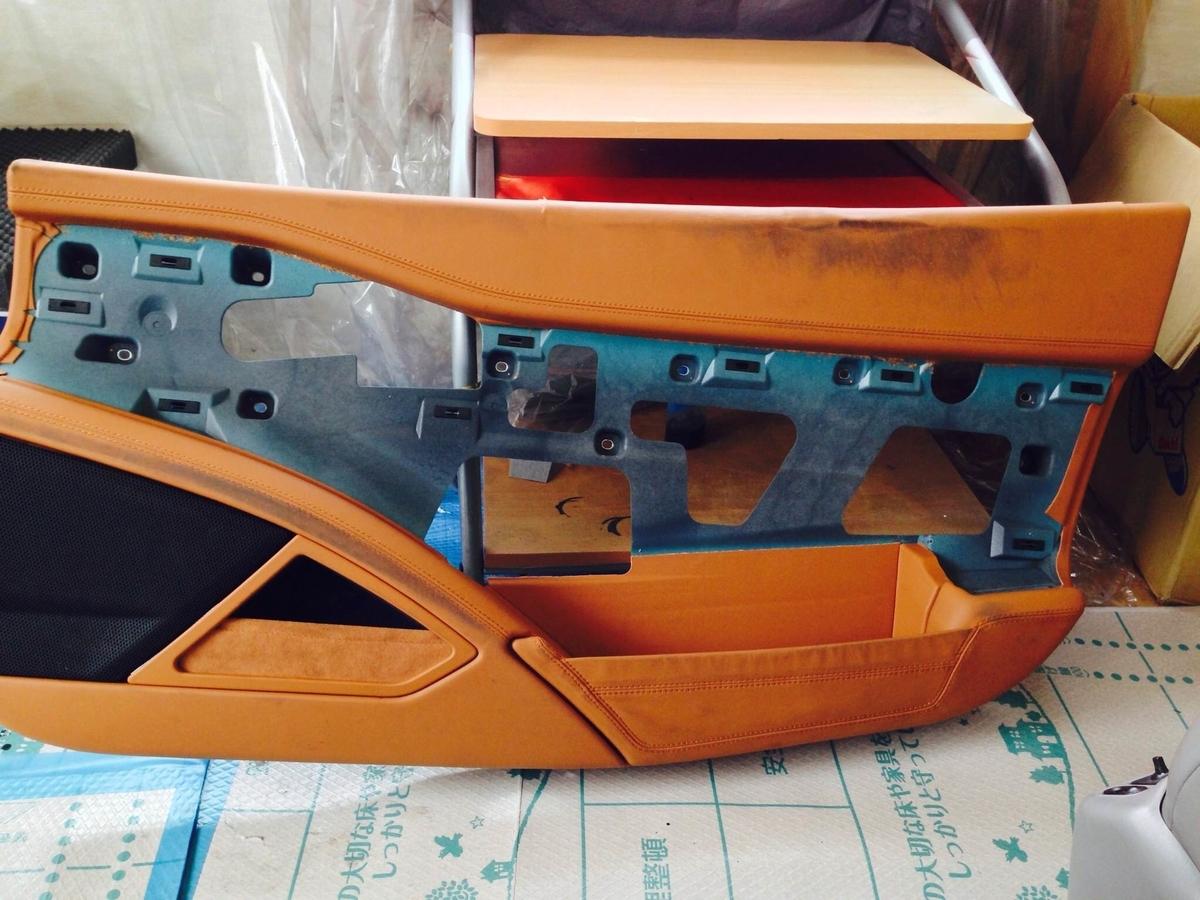 ェラーリ ドア内張り(レザー+下地)の割れ補修