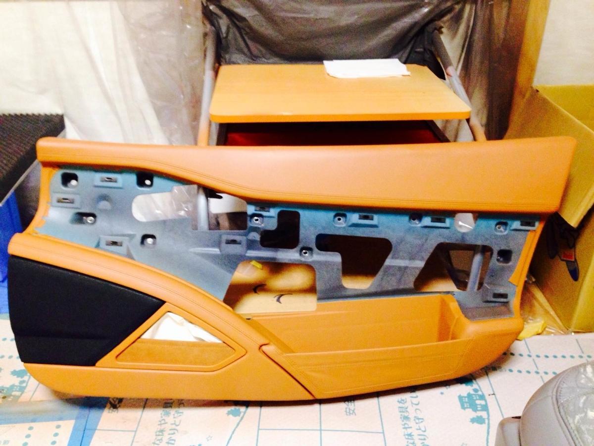 ェラーリ ドア内張り(レザー+下地)の割れ補修2