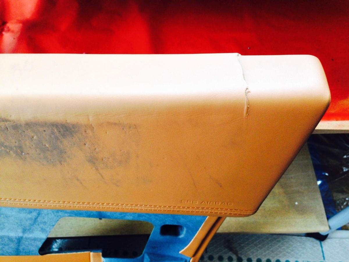 ェラーリ ドア内張り(レザー+下地)の割れ補修1