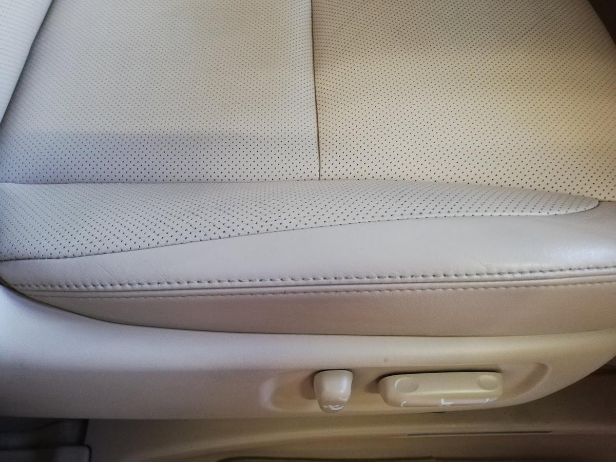 トヨタ/ヴェルファイア 革シートの擦れ補修3
