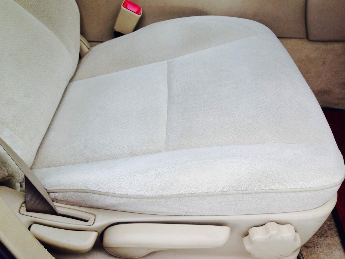 トヨタ/クラウン モケットシート タバコ焦げ穴の補修 札幌1