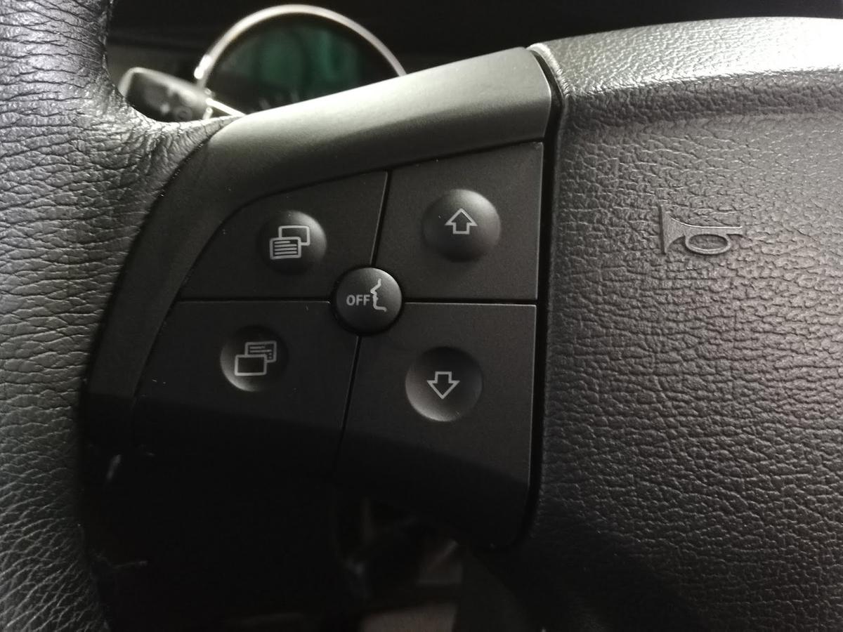 メルセデス・ベンツ/R350 スイッチパネルのベタベタ塗装クリーニング4