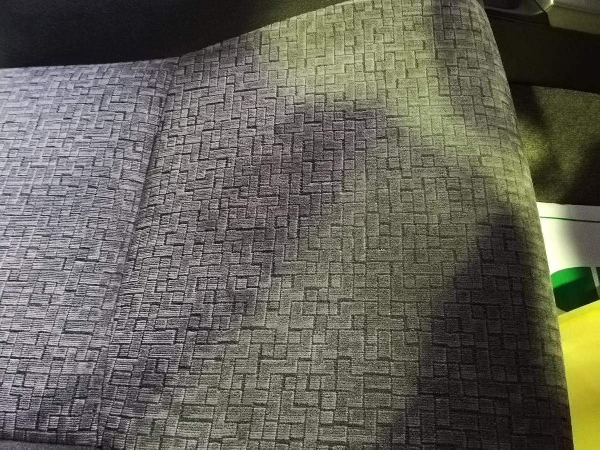 トヨタ/ランドクルーザープラド 布シートタバコの焦げ穴跡の補修