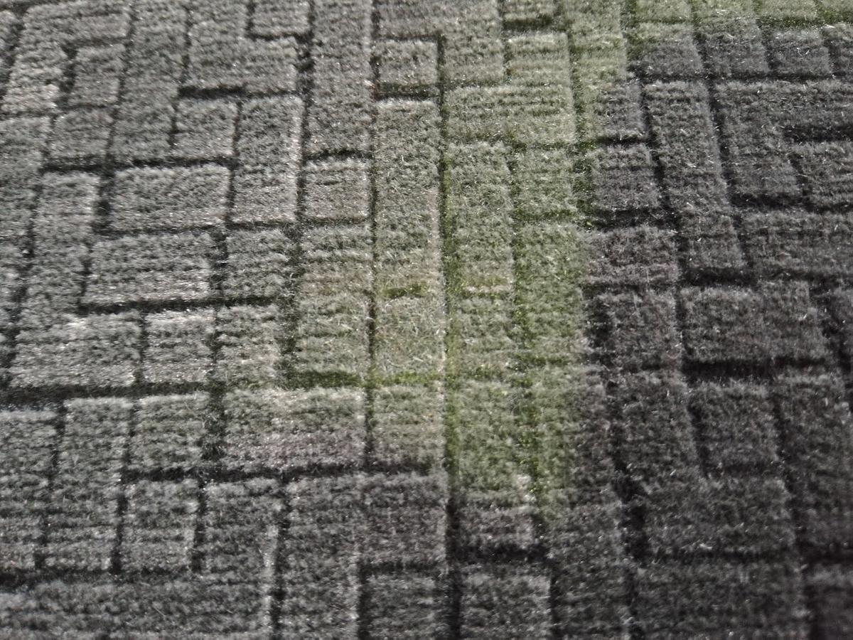 トヨタ/ランドクルーザープラド 布シートタバコの焦げ穴跡の補修3