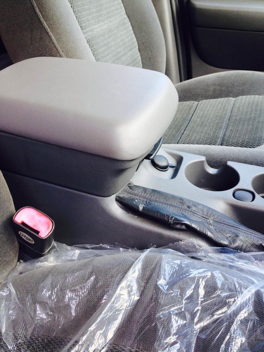 フォード/エクスプローラ コンソールボックス蓋の破れ補修1