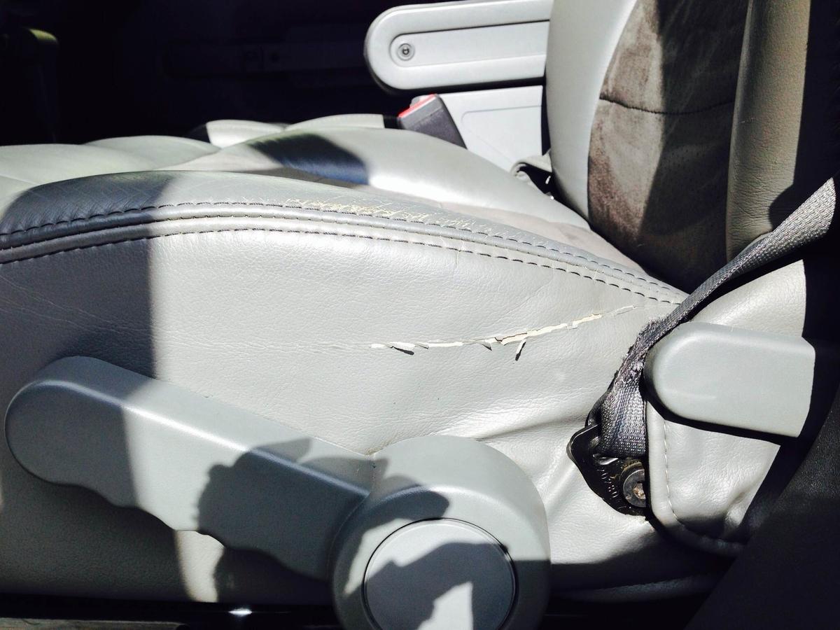 ジープ/グランドチェロキー 革レザーシート破れ・擦れ・ひび割れの補修