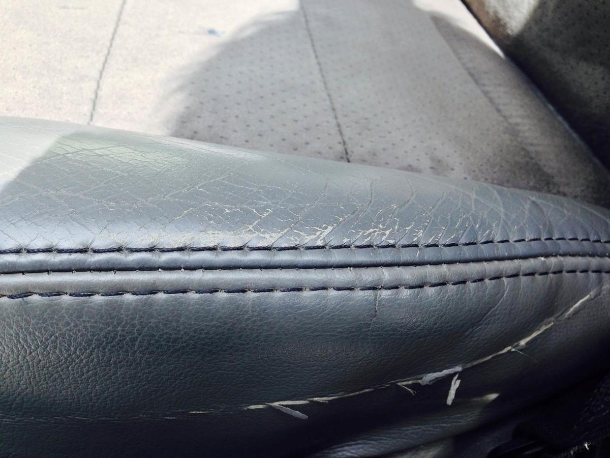 ジープ/グランドチェロキー 革レザーシート破れ・擦れ・ひび割れの補修2