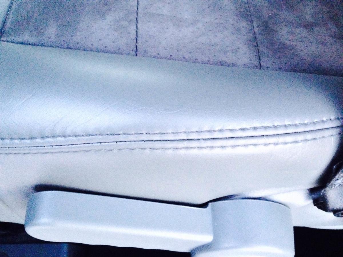 ジープ/グランドチェロキー 革レザーシート破れ・擦れ・ひび割れの補修3