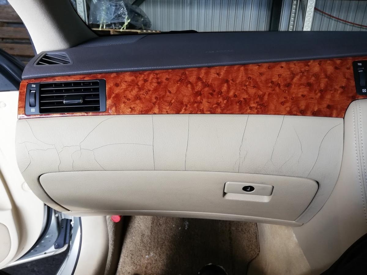 トヨタ/クラウン ダッシュボード ヒビ割れの補修