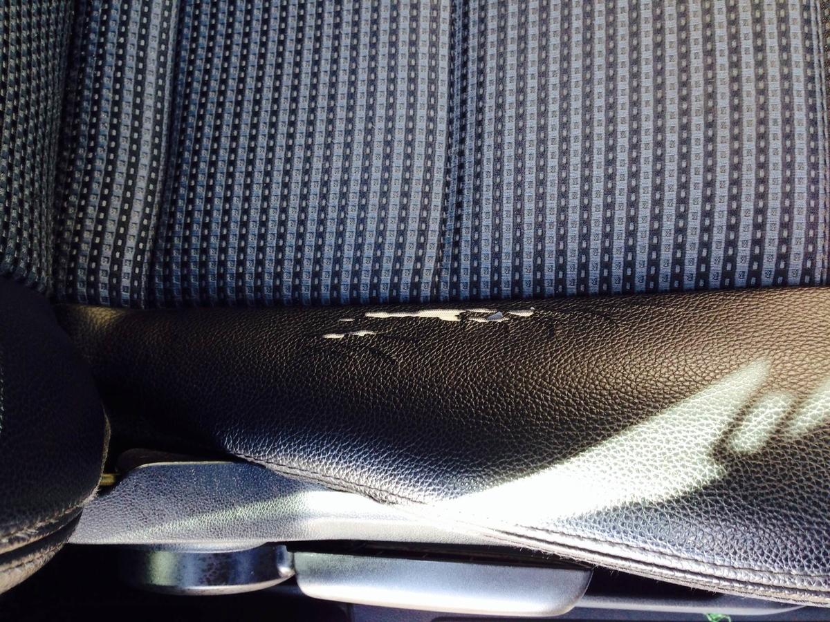 メルセデス・ベンツ/Bクラス ハーフレザーシートの破れ補修 札幌