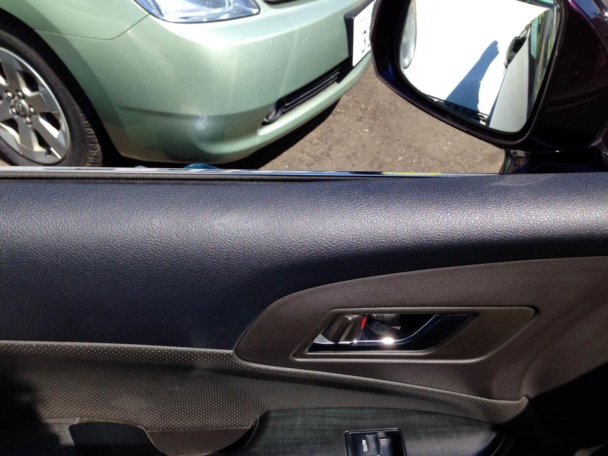 トヨタ/クラウン 助手席ドア内張り へこみ傷の補修 札幌1