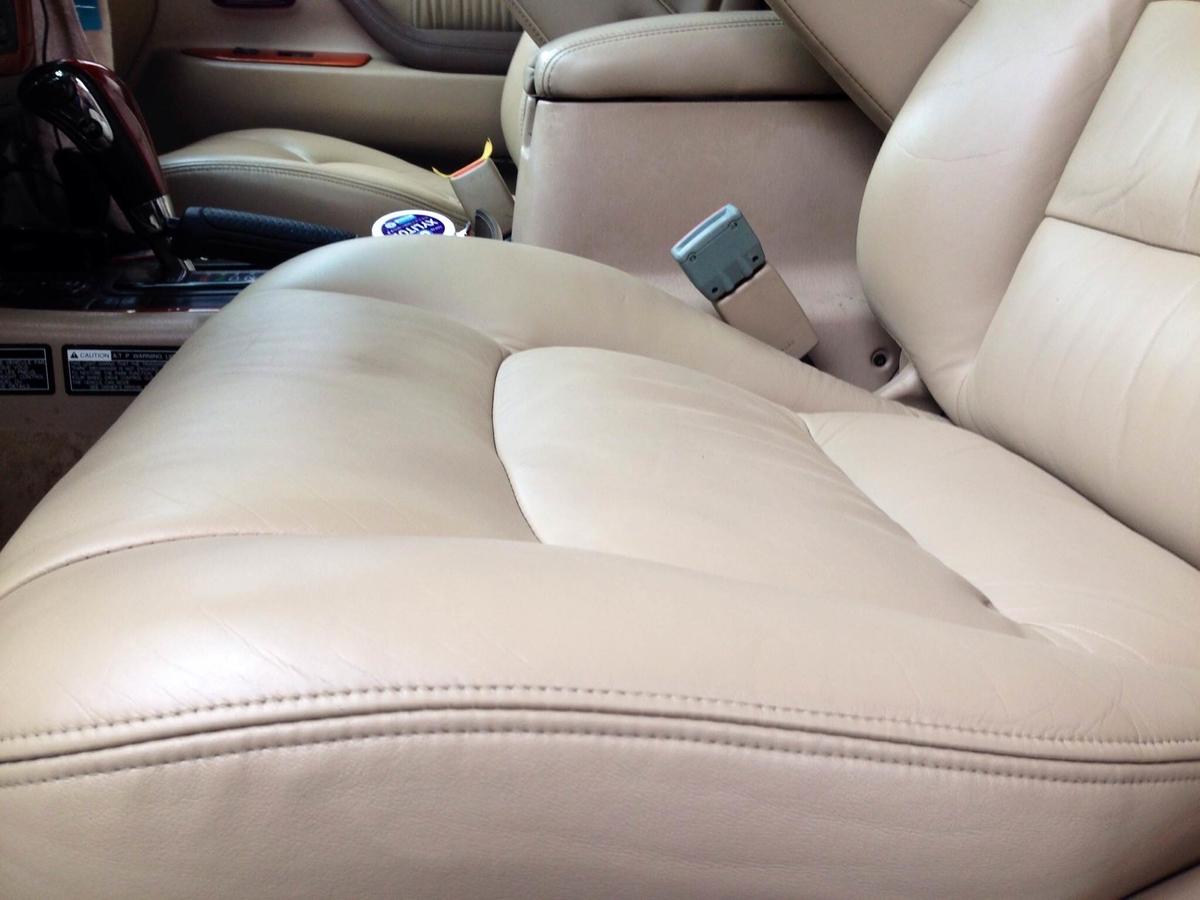 トヨタ/ランドクルーザーシグナス レザーシートひび割れ+色抜けの補修札幌3