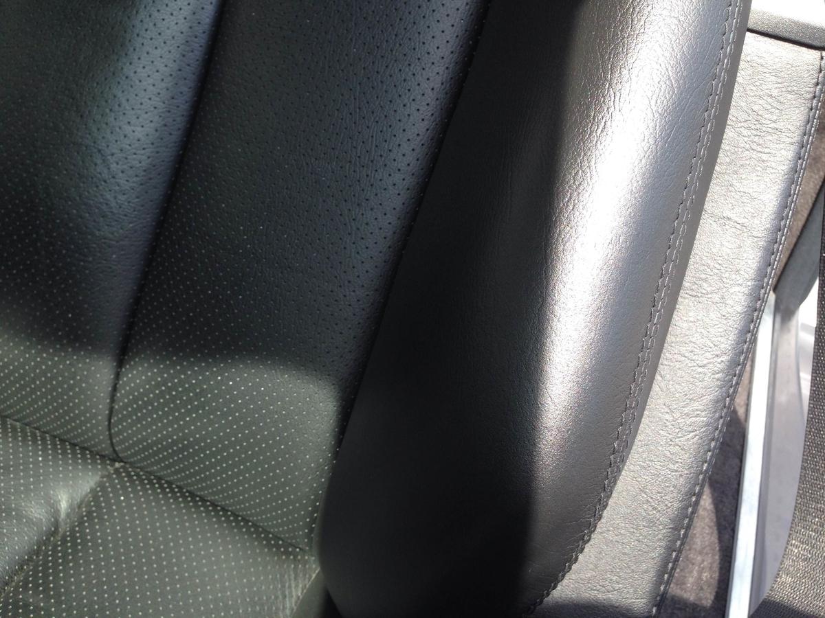 メルセデスベンツ/SLクラス 革レザーシート ひび割れ・色抜け・スクラッチ傷の補修1