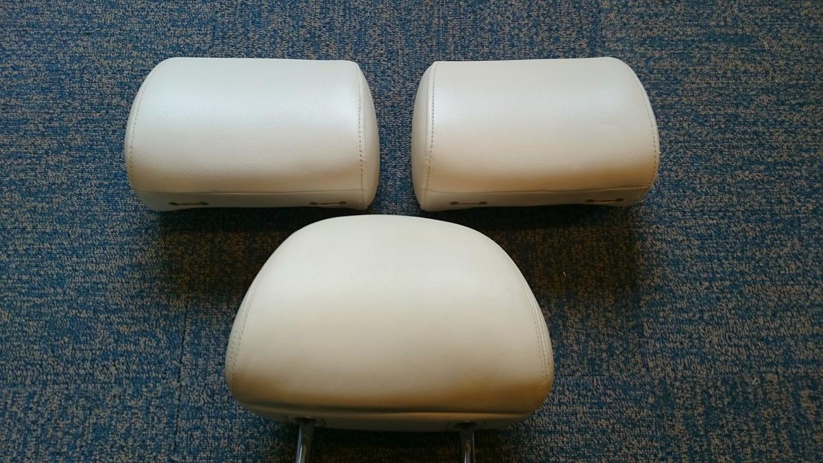 レクサス フロントヘッドレスト(社外品)をリヤヘッドレスト(純正品)と同色へカラーチェンジです。