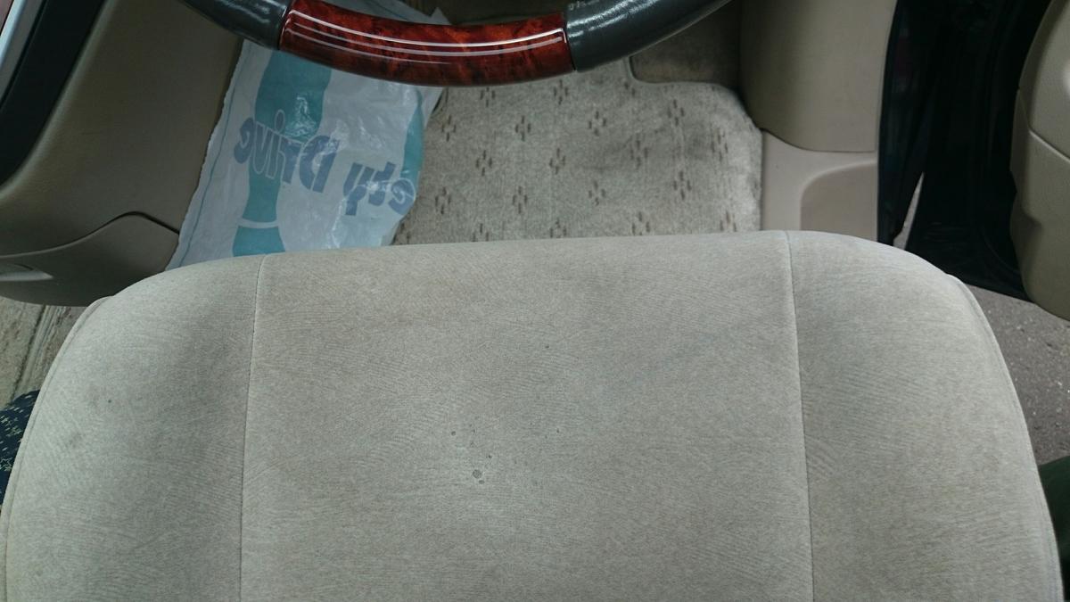 MRワゴン/アルファード 運転席モケットシートのタバコ焦げ穴補修札幌2