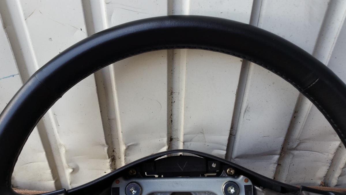 日産/スカイライン25GT-X ステアリングの擦れ補修 札幌