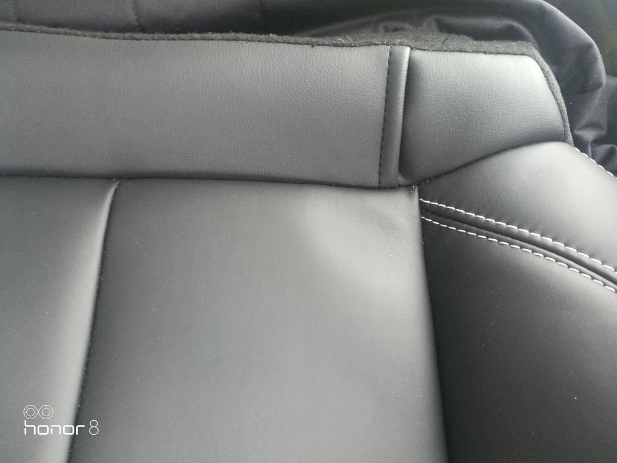 レンジローバー/イヴォーク 後部座席シート破れの張替え 札幌