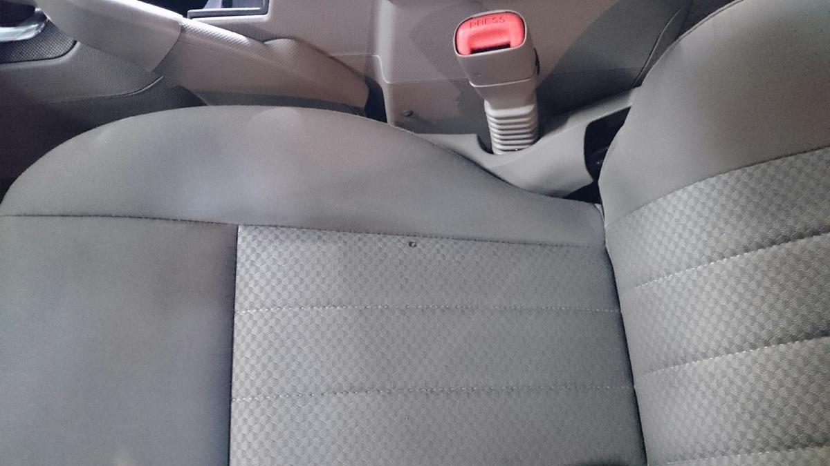 ジープ/グランドチェロキー ファブリックシート タバコ焦げ穴の補修札幌