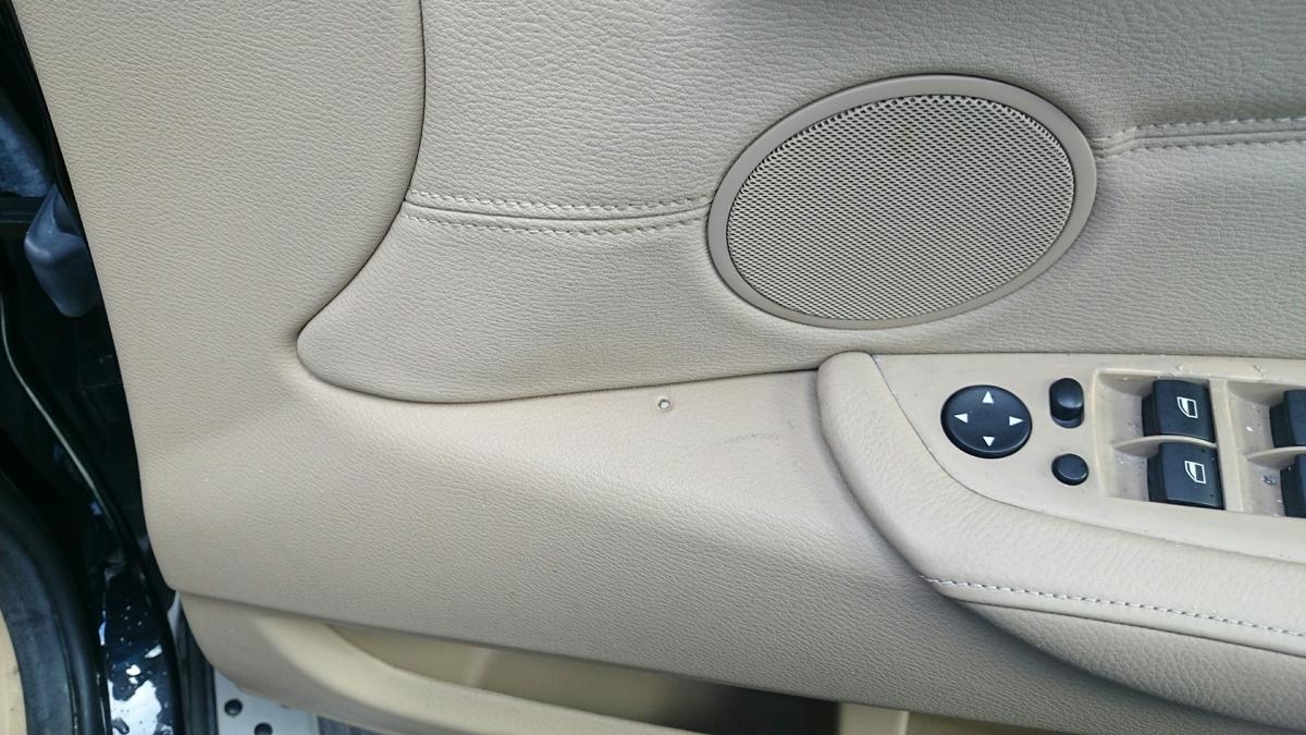 BMW/X6 ドア内張り・フロアカーペットの焦げ穴補修札幌