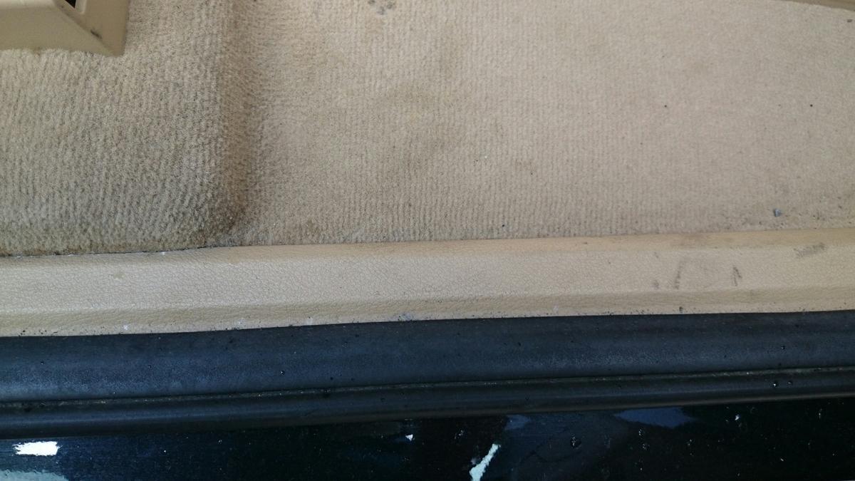 BMW/X6 ドア内張り・フロアカーペットの焦げ穴補修札幌3