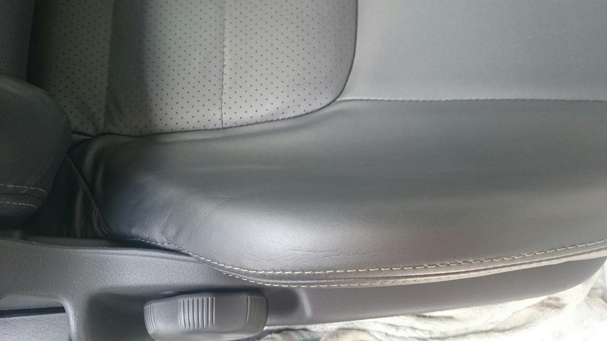 日産/スカイラインGTR  レザーシートのひび割れ+色抜け補修札幌1
