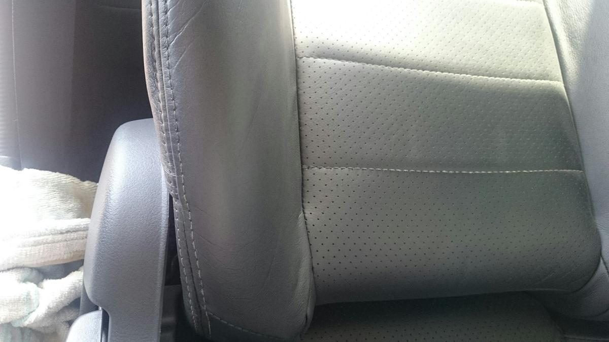 日産/スカイラインGTR  レザーシートのひび割れ+色抜け補修札幌3