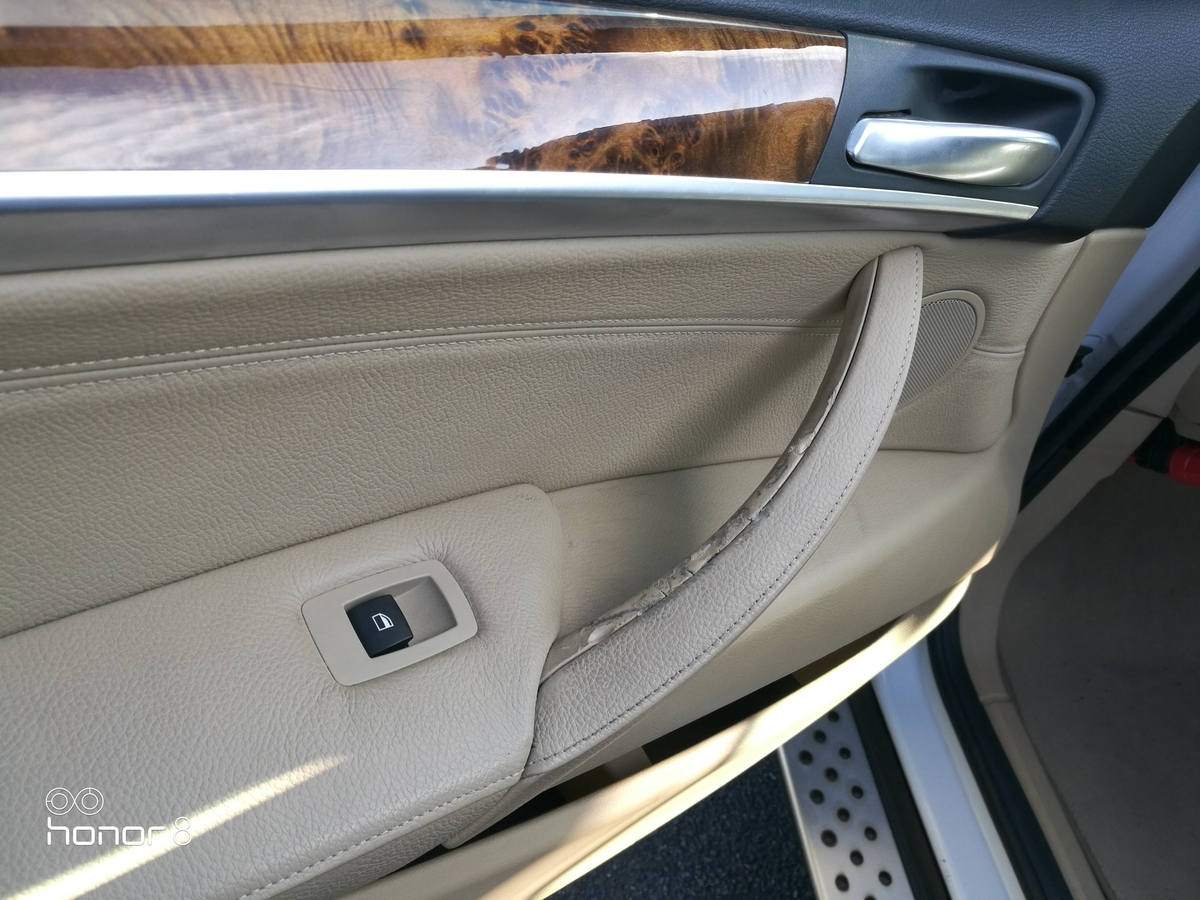 BMW/X5 ドアトリム取っ手 変形・べた付き補修 札幌