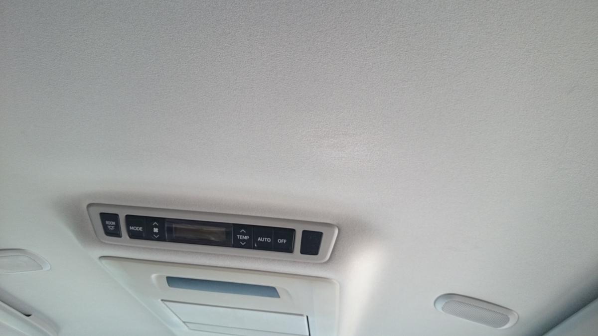 トヨタ/アルファード  天井ルーフライニングの穴補修 札幌1