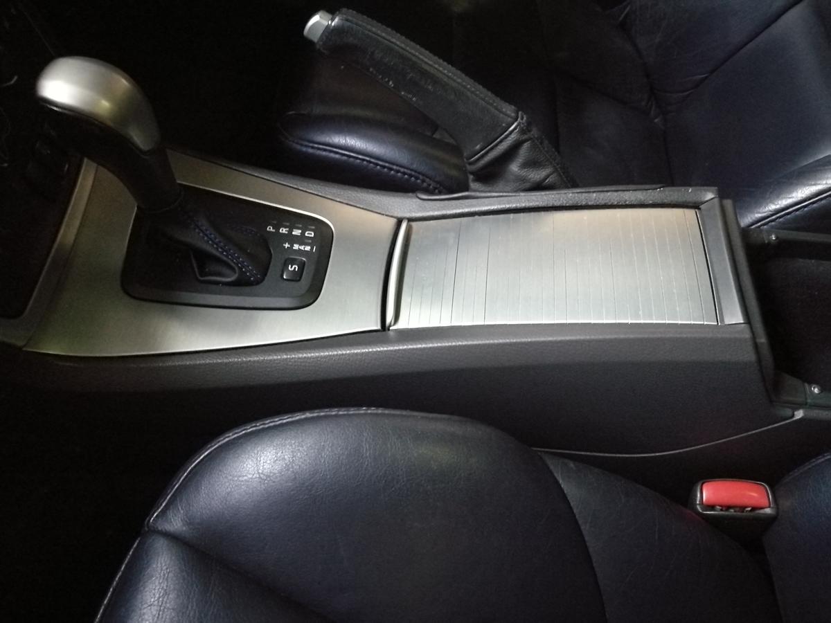 VOLVO/V70 Rデザイン センターコンソール樹脂パーツ塗装剥がれの補修 札幌