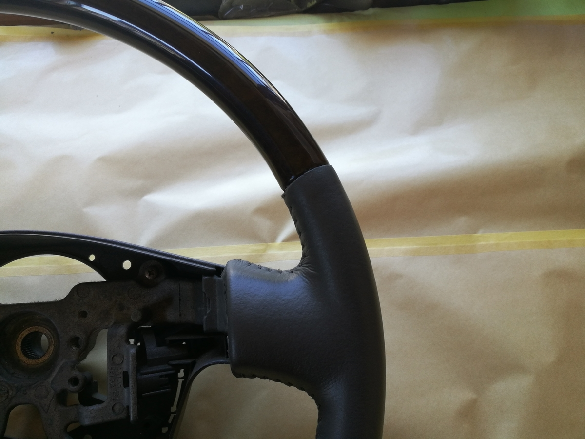 トヨタ/ハイエース ウッドコンビハンドル 破れ・欠け・擦れの補修 札幌