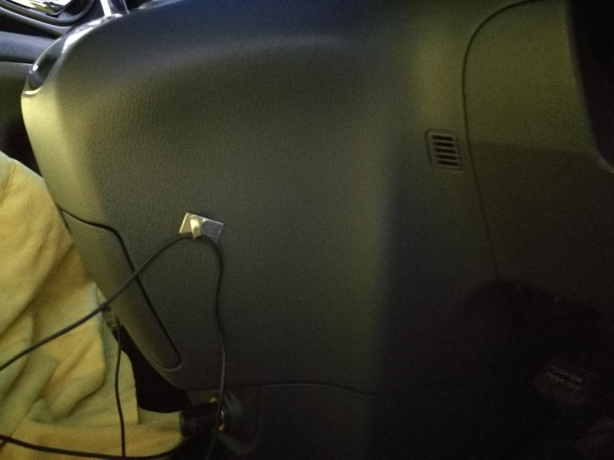 トヨタ/エスティマハイブリッド ダッシュボードビス穴+付着物の補修 札幌