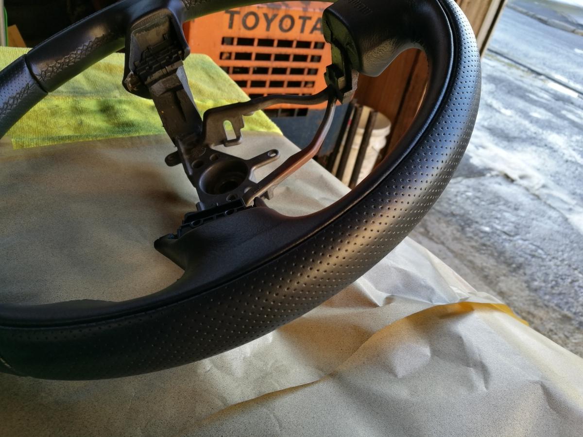 スバル/フォレスター MOMOステアリングの擦れ補修 札幌