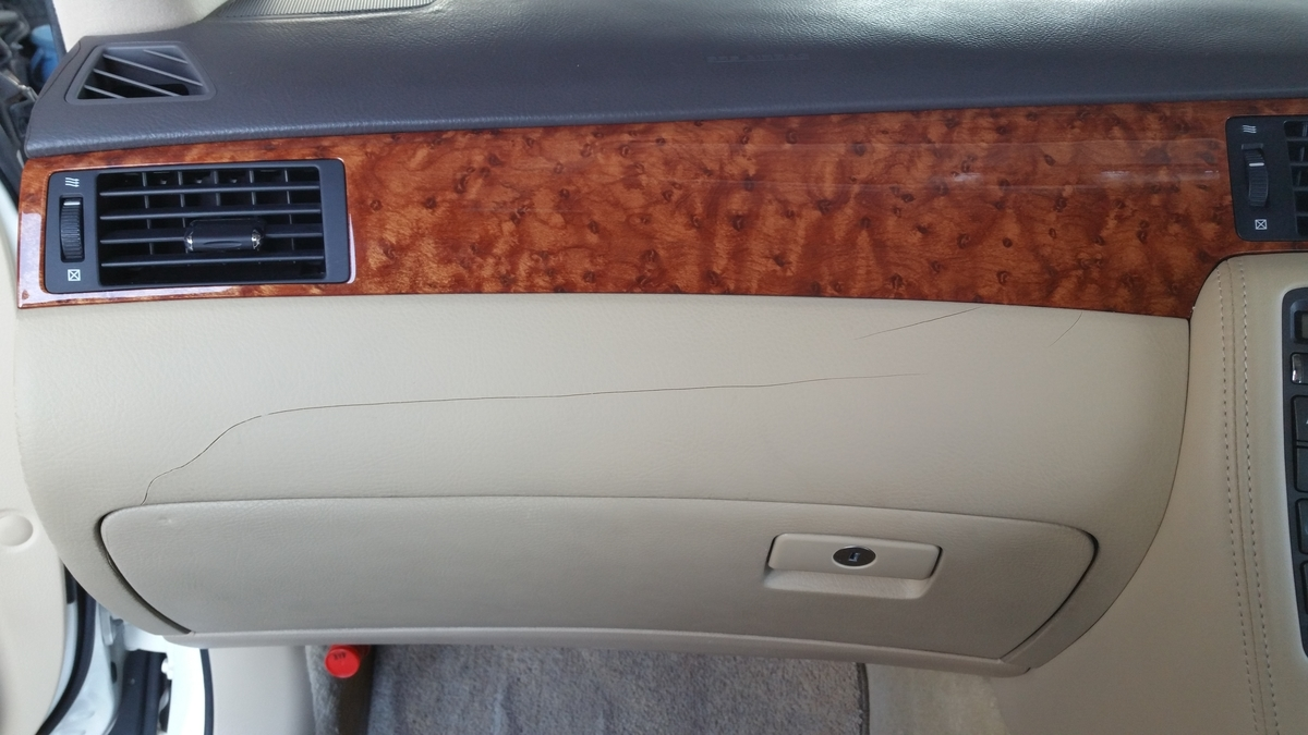 トヨタ/クラウン ダッシュボードひび割れの補修 札幌
