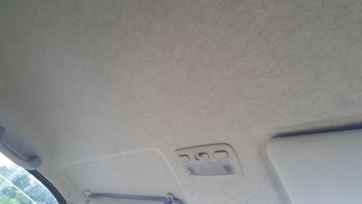 トヨタ/ハイエース 天井、ピラー部 ビス穴跡の補修 札幌