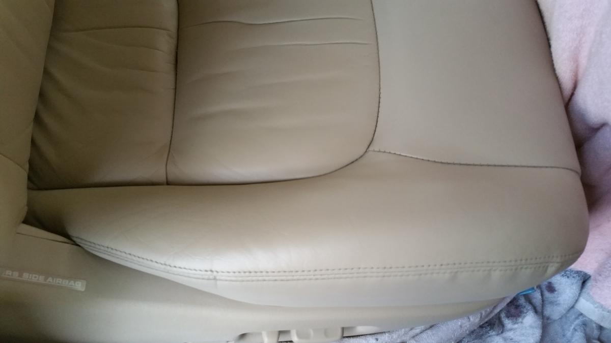 トヨタ/ランドクルーザーシグナス レザーシートひび割れ+ステアリング擦れ札幌3