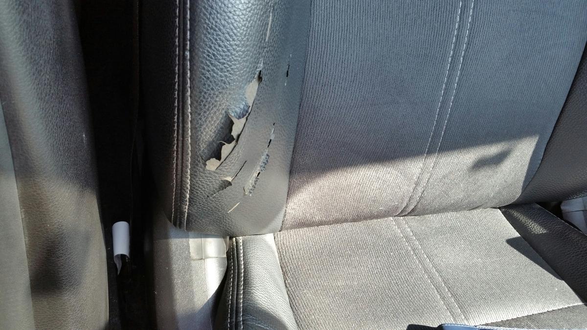 スバル/インプレッサSTI ハーフレザーシート焦げ穴補修+破れ部分張替え 札幌