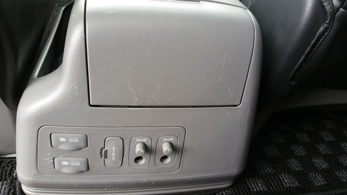 トヨタ/アルファード コンソールボックス擦り傷+ドア内張り破れの補修札幌