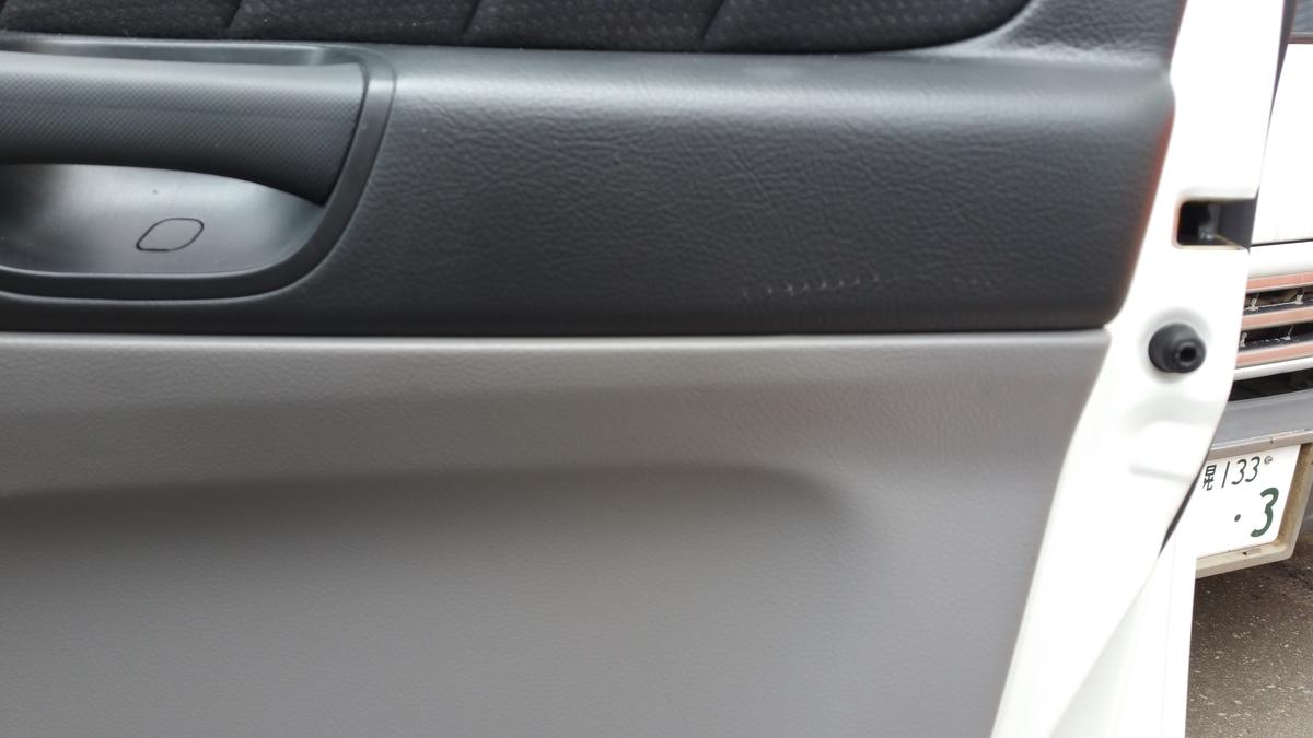 トヨタ/アルファード コンソールボックス擦り傷+ドア内張り破れの補修札幌2