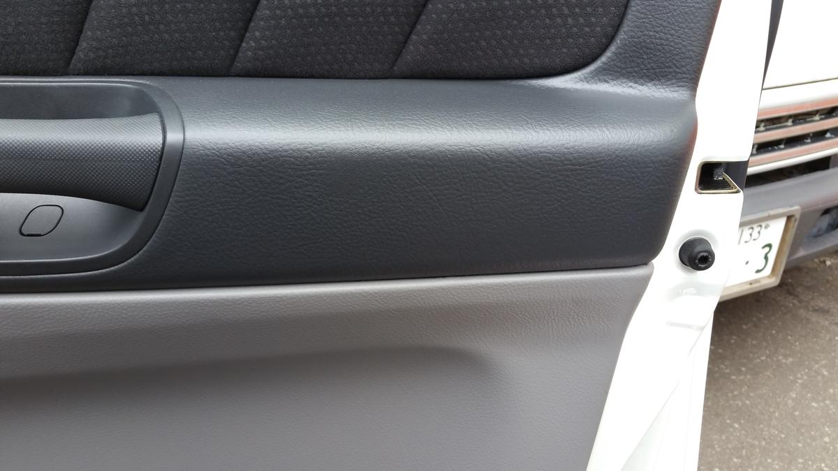 トヨタ/アルファード コンソールボックス擦り傷+ドア内張り破れの補修札幌3