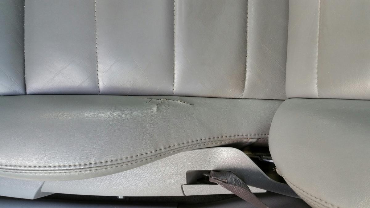 クライスラー・ダッジ/マグナム レザーシート破れの補修札幌