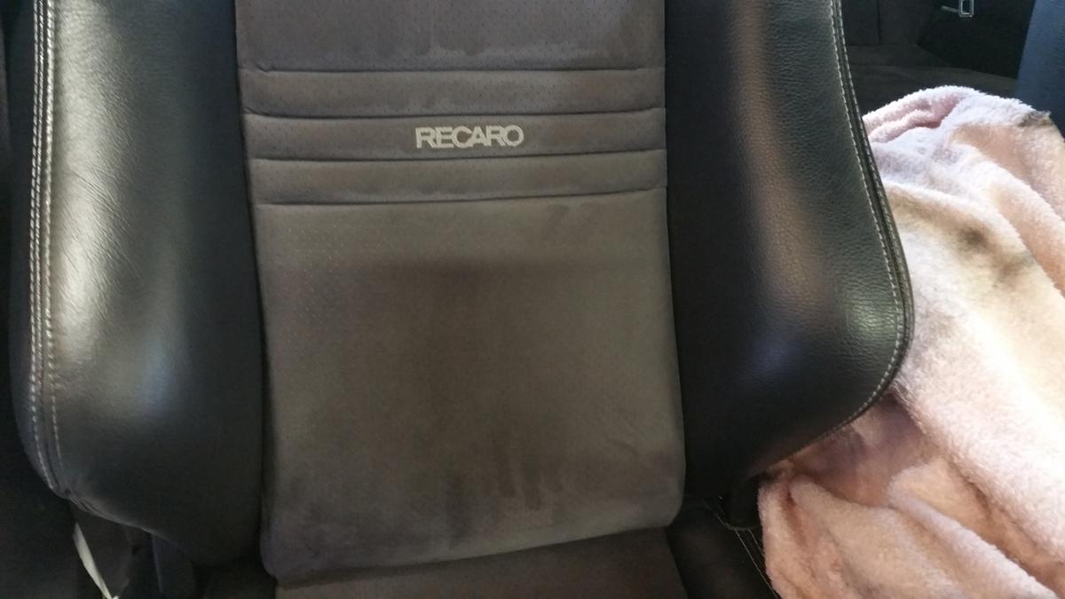 スバル/インプレッサ レカロシートの擦れ補修札幌1