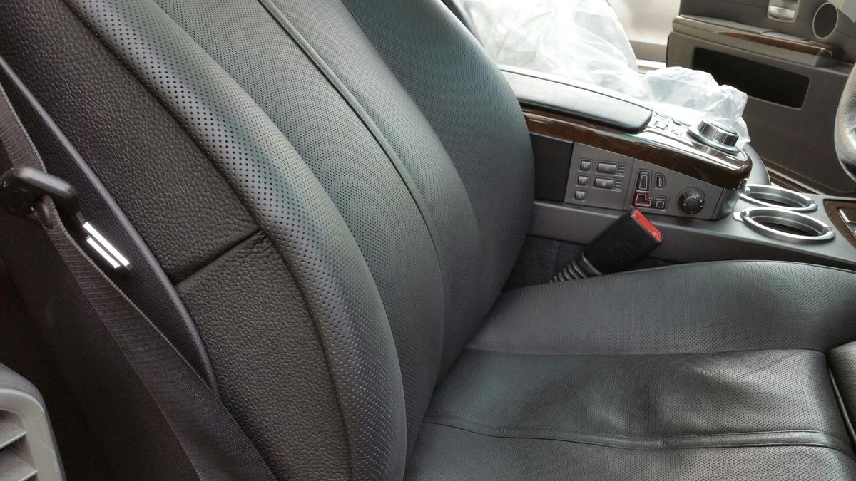 BMW/740i  パンチングレザーシートの擦れ補修 札幌