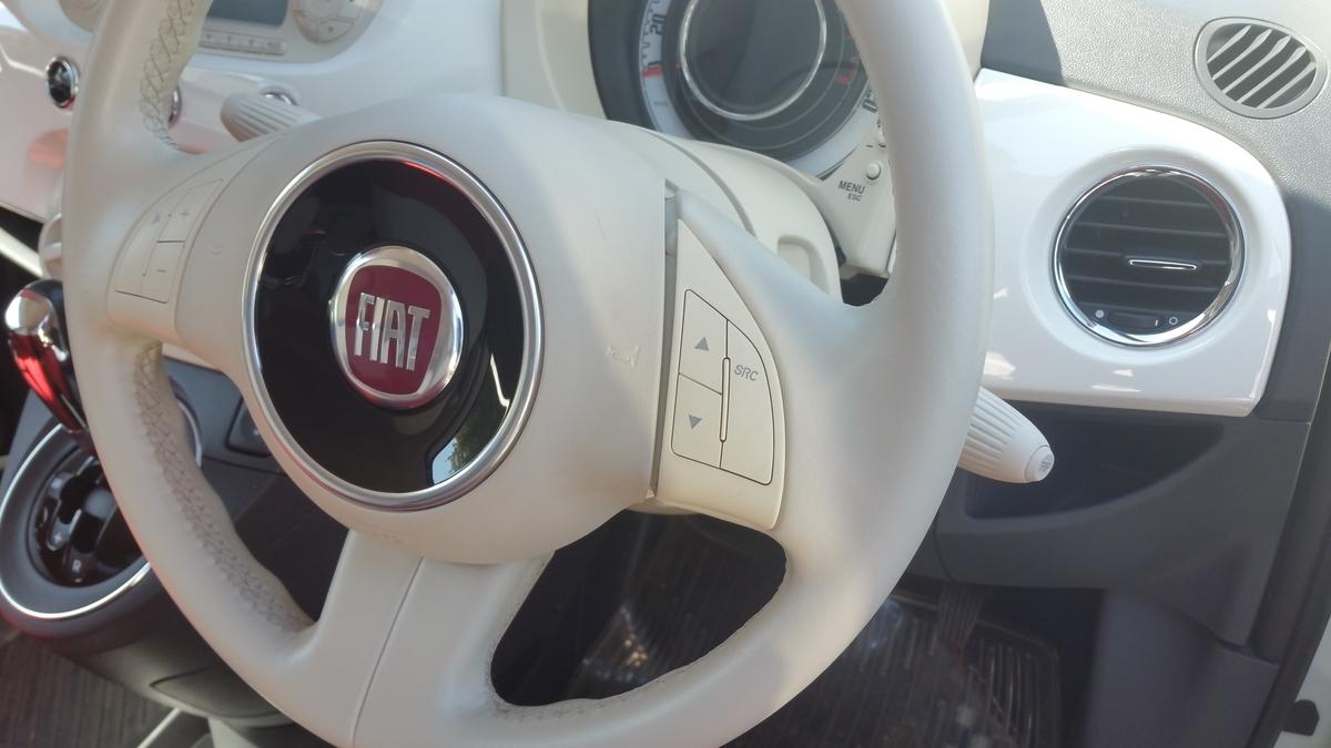 FIAT/500 ステアリングの傷補修 札幌