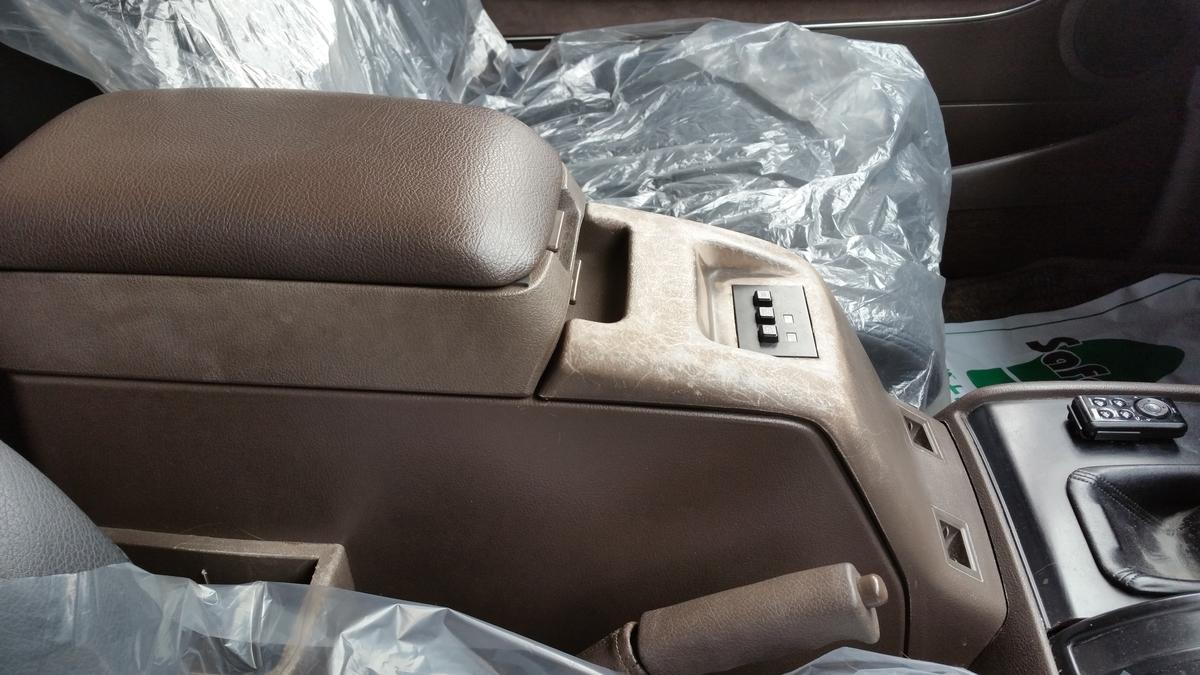 トヨタ/ランドクルーザー80 コンソールボックス色褪せ、表面劣化の補修札幌