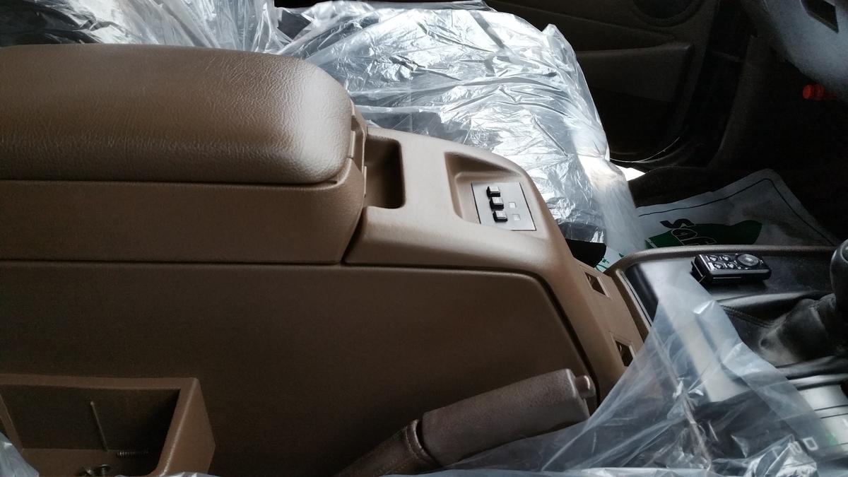 トヨタ/ランドクルーザー80 コンソールボックス色褪せ、表面劣化の補修札幌1