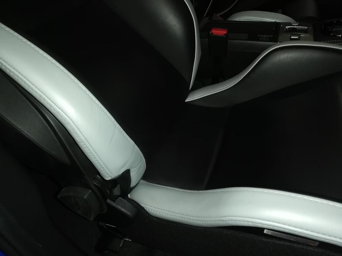 スバル/WRX S4 本革レザーシート 擦れ・擦り傷補修札幌1